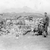 Foto grupal de chumbivicanos mestizos e indios en 1913