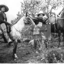 Mistis qorilazos a caballo
