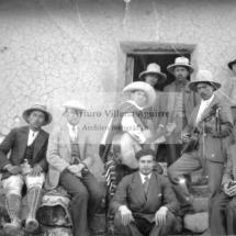 Foto grupal de chumbivilcanos y extranjeros