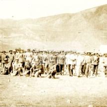 Batallón de soldados en el campo