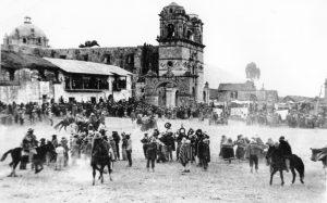 Jinetes en la plaza de Santo Tomás