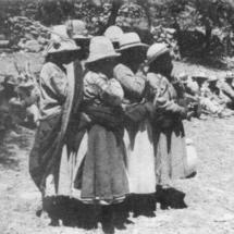 Campesinas que wankan durante la siembra