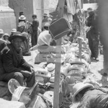Feria dominical sección sombreros y monturas, años 60. Foto: Arturo Villena.
