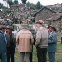 Foto grupal en el campo, mestizos y campesinos chumbivilcanos